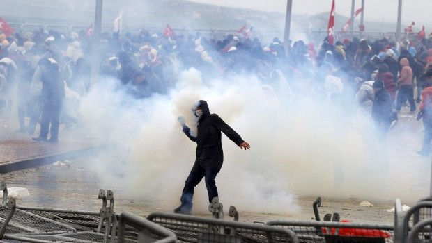 Turkish Police Clash With Protesters at Conspiracy Trial