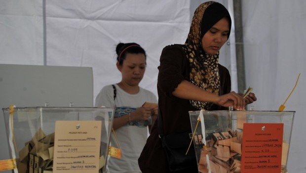Malaysia Ruling Coalition Leads Early Poll Results
