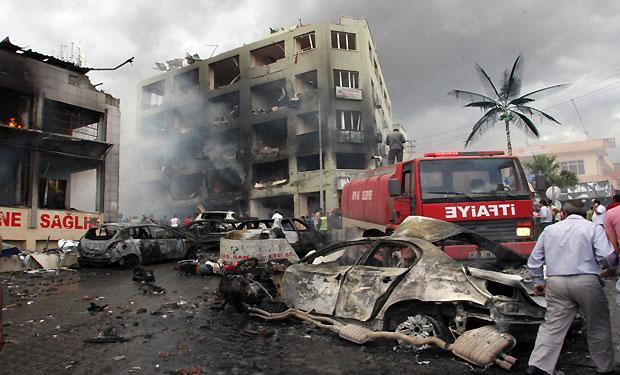 Car bombs kill 40 in Turkey near Syrian border