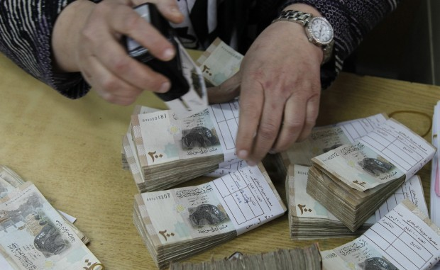 Experts warn against holding, purchasing collapsing Syrian pound