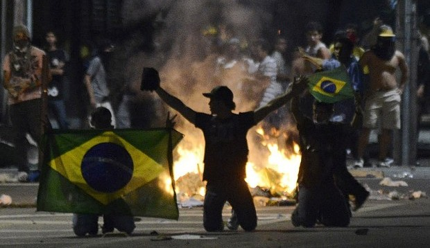 Brazil's president pledges to hold dialogue with protesters