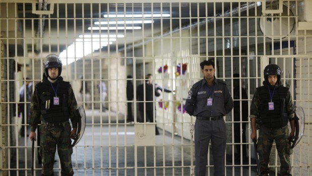 Iraq: Report blames two ministries for mass prison break