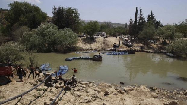 Smuggling bonanza on Turkish border as Syrian war drags on