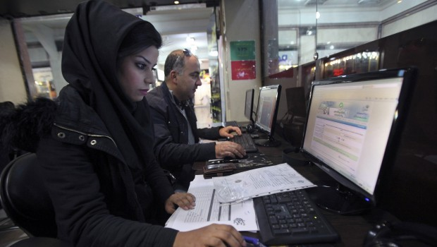 Iranian ministers open pages on banned Facebook