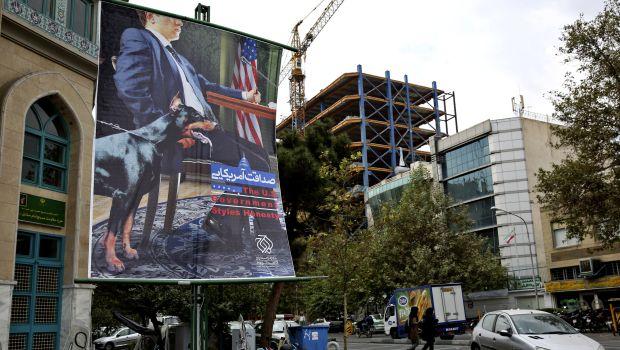 Tehran removes anti-US billboards