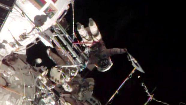 Olympics: Cosmonauts take Sochi Olympic torch on spacewalk