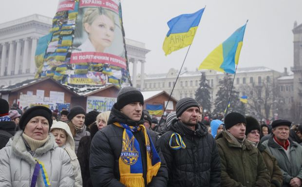 Kiev protesters gather, EU and Putin joust