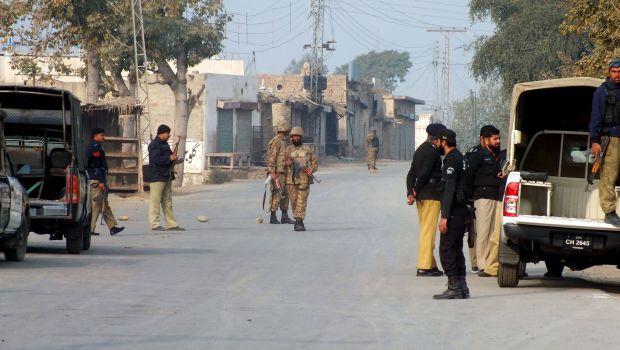 Bomb kills 20 troops in NW Pakistan