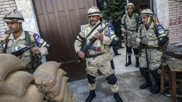 Further clashes erupt as Egyptians go to polls for second day