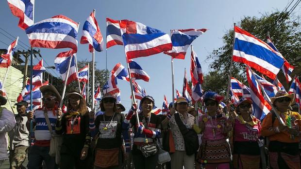 Thai protesters target ministries, threaten stock exchange