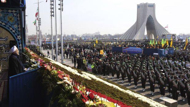 Iran: Rouhani denounces US pressure on anniversary of revolution