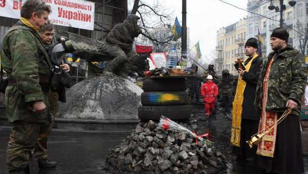 Ukraine protesters end Kiev city hall occupation to meet amnesty offer