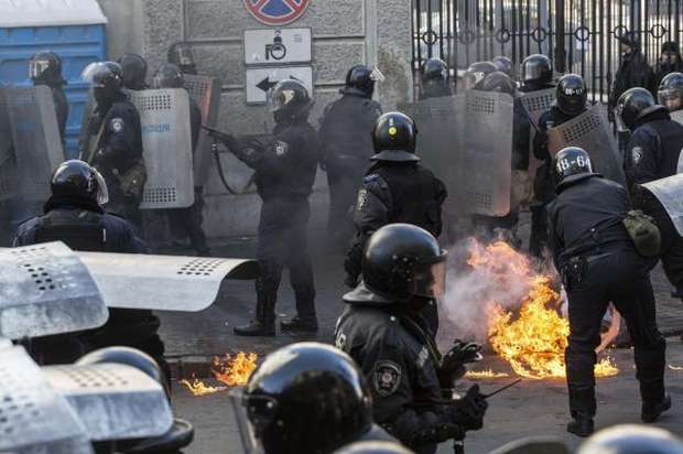 Protesters clash with police near Ukraine's parliament