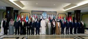Arab leaders stand for a group photo before the 25th Arab League summit at Bayan palace in Kuwait City on March 25, 2014. (AFP PHOTO/YASSER AL-ZAYYAT)