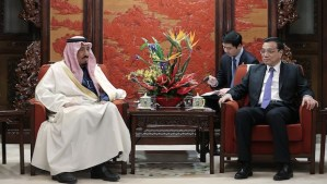 Chinese Vice Premier Li Keqiang (R) meets Saudi Arabian Crown Prince Salman bin Abdulaziz (L) at the Ziguangge Pavilion in the Zhongnanhai leaders' compound in Beijing on March 14, 2014. AFP PHOTO / POOL / Lintao Zhang