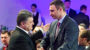 Ukrainian politicans Vitaly Klitschko (R) and Petro Poroshenko shake hands during an UDAR (Punch) party meeting in Kiev on March 29, 2014. (REUTERS/Andriy Skakodub/Pool )