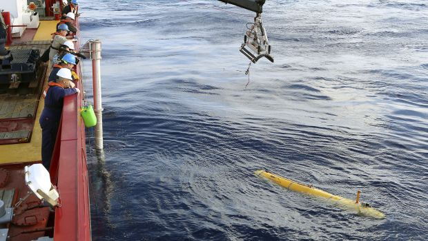 Robot sub returns to water after 1st try cut short