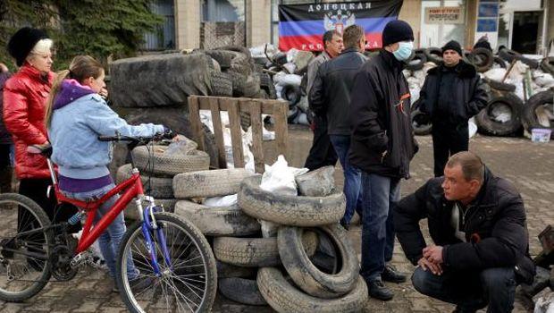 """Ukraine leader announces """"anti-terror"""" move in east"""