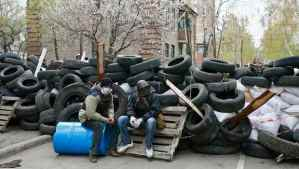 Pro-Russian protesters sit at barricades at the police headquarters in Slaviansk on April 12, 2014. (REUTERS/Gleb Garanich)