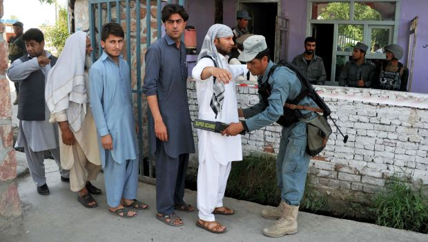 Afghans line up to vote in presidential runoff