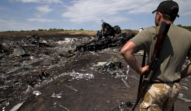 Rebels to give MH17 black boxes to aviation group