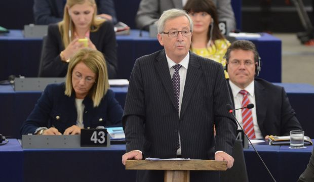 """EU's Juncker wins approval with """"grand coalition"""" program"""