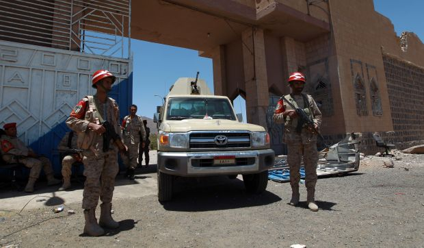 Yemeni air force bombs Houthi rebels after ceasefire collapses