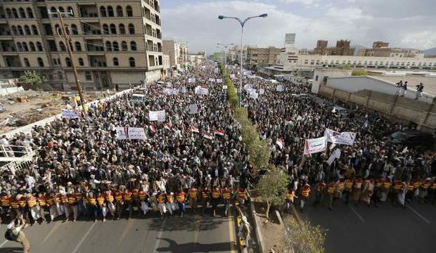 Yemeni president hits out at Houthis as protests continue
