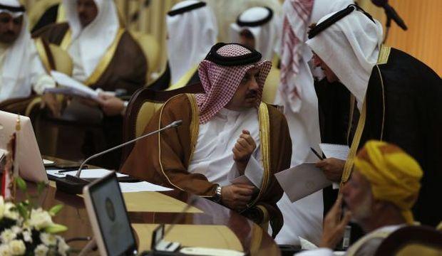 Gulf trio meet on Qatar in Jeddah