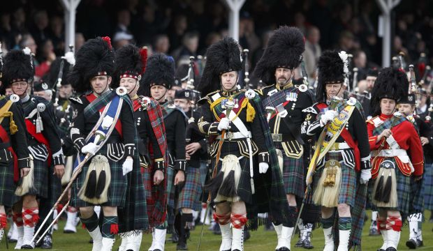 UK promises Scots more powers if they reject independence