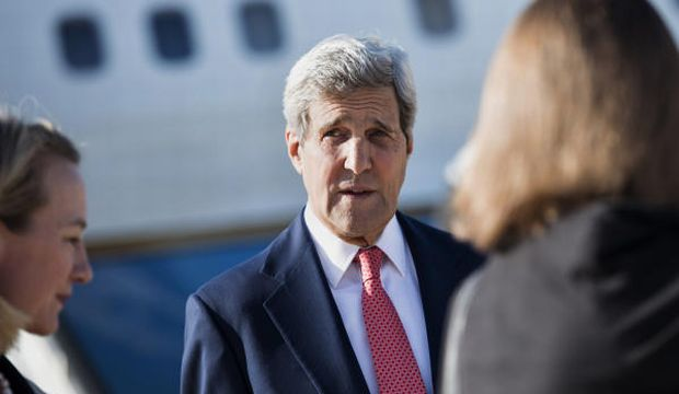 Kerry in Iraq to back government, build support against Islamic State