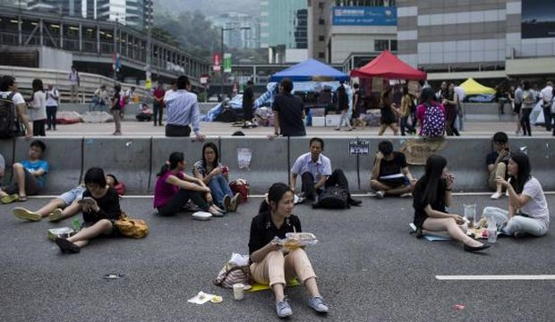 Hong Kong protests dwindle, but talks with government likely to go nowhere