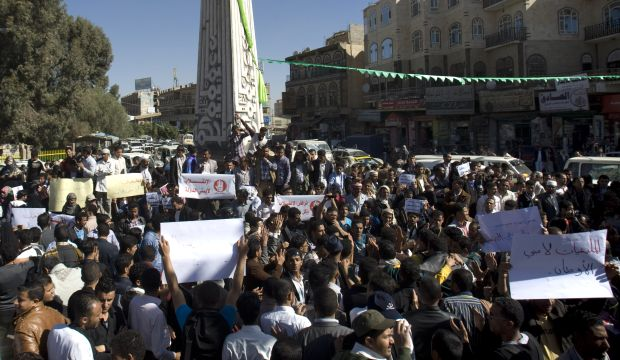 """Yemenis call for Hadi's return as more provinces """"cut ties"""" with capital"""