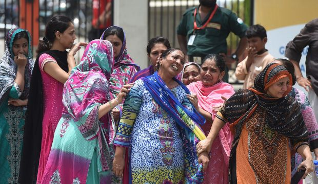 Gunmen kill 43 in attack on Shi'ite minority in Pakistan
