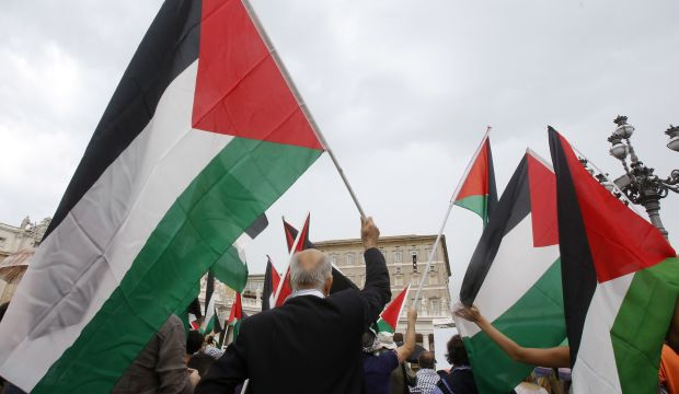 UN General Assembly approves Palestinian request to fly its flag