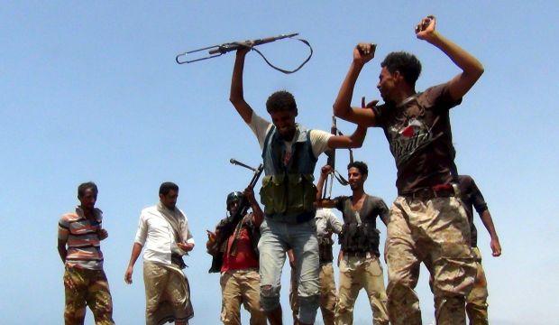 Government loyalists, Arab coalition advance in Yemen's Taiz