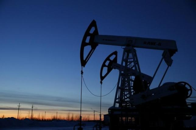 Oil Falls on China Economic Woes, Rising OPEC Supply