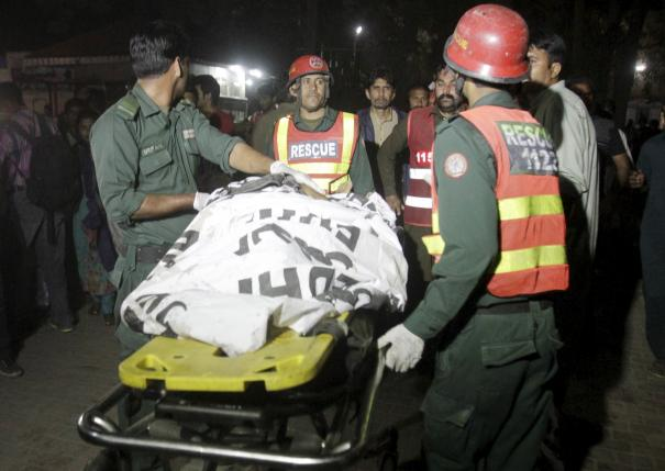 Pakistanis Hunt Militants behind Easter Suicide Attack that Killed at Least 70