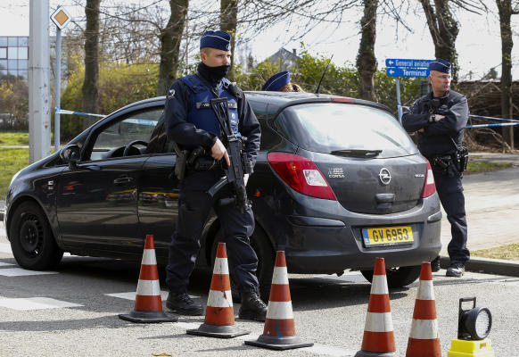 UK Police Arrest Five in Terrorism Inquiry
