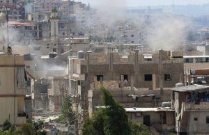 Smoke billows in the Ain El-Helweh Palestinian refugee camp near Sidon, Lebanon, on August 23, 2015 (AFP Photo/Mahmoud Zayyat)