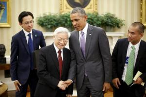 U.S. President Barack Obama (2nd R) shakes hands with Vietnam's Communist Party General Secretary Nguyen Phu Trong after they spoke to reporters following their meeting in the Oval Office at the White House in Washington July 7, 2015. REUTERS/Jonathan Ernst/File Photo