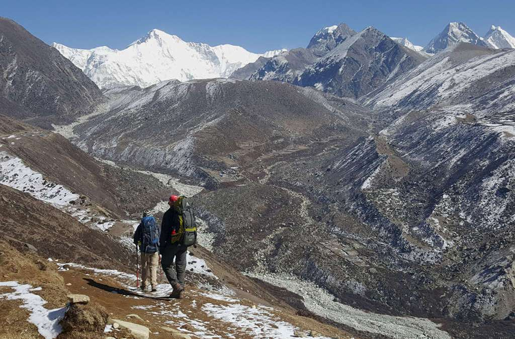 Scores Scale Mount Everest after Weather Improves