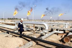 A worker walks at Nahr Bin Umar oil field, north of Basra, Iraq December 21, 2015. REUTERS/Essam Al-Sudani/Files