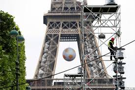 Exaggeration in Number of Security Forces Guarding Eiffel Tower, Louvre Draws Question Marks