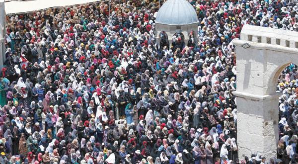 140,000 Palestinians Performed Friday Prayers at Al-Aqsa Despite Restrictions