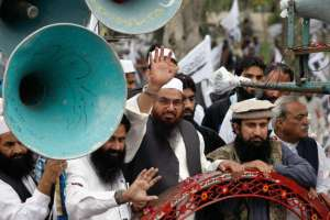 Hafiz Saeed (C), head of the Jamaat-ud-Dawa organisation and founder of Lashkar-e-Taiba, waves to his supporters as he leads the rally to mark Pakistan Day (Resolution Day) in Islamabad March 23, 2014. (Mohsin Raza/Reuters)