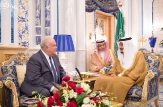 Custodian of the Two Holy Mosques Receives U.S. Ambassador