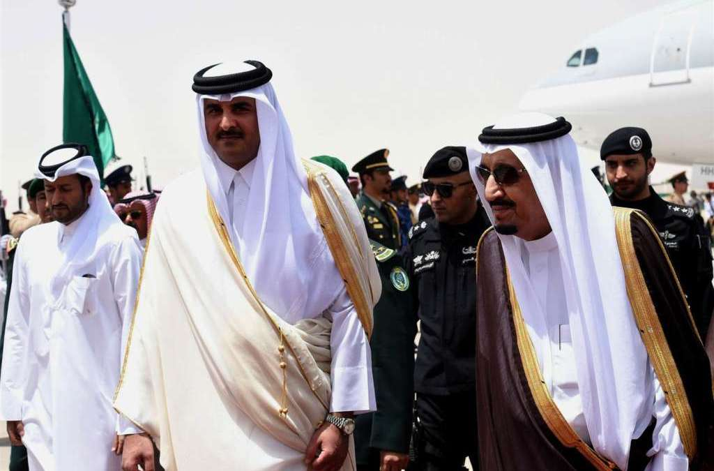 King Salman Meets Emir of Qatar in Tangier