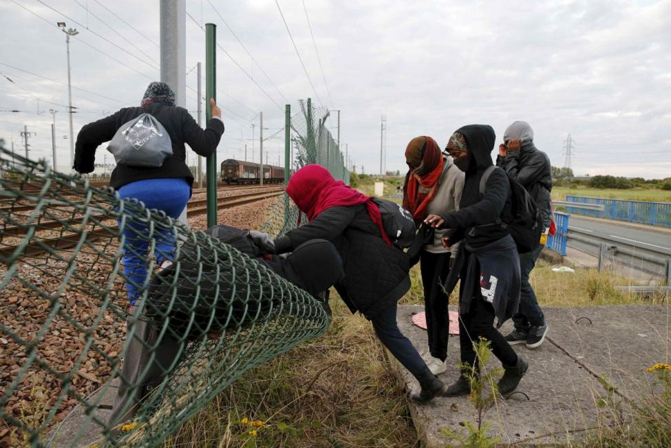 Hollande Says Calais Camp must be Dismantled