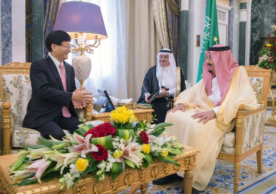 King Salman Receives Special Envoy of the Chinese President